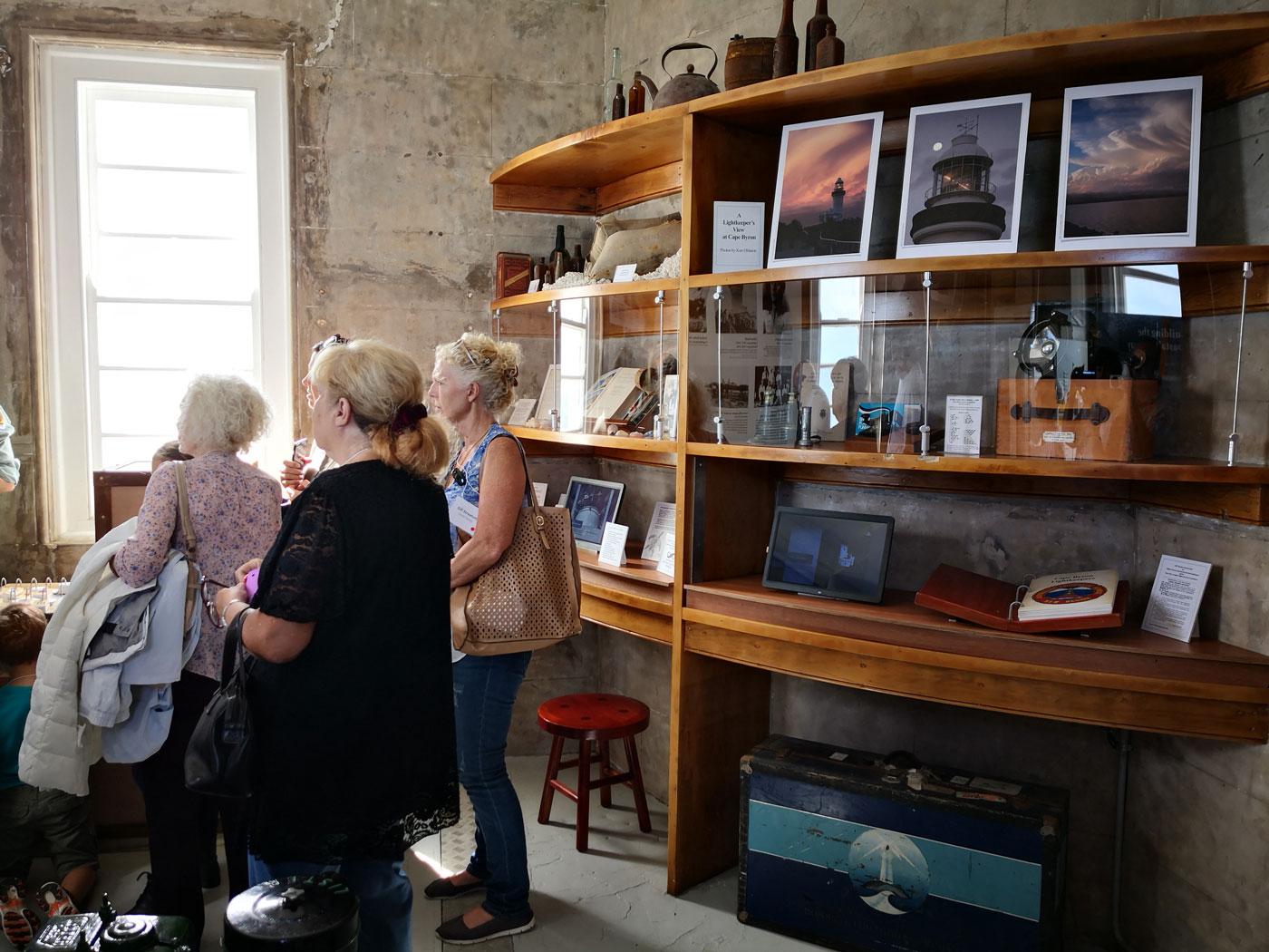 Artefact display & bookshelf